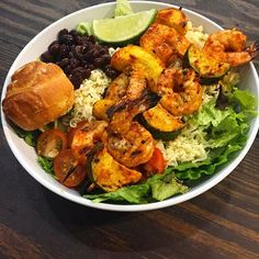 This is what we call a real fiesta bowl! Urban Cookhouse is totally stepping up the salad game with this pepper patch salad topped with wood-fired shrimp at its new Sandy Springs location!  #atlantaeats #atleats #atl #atlanta #atlfoodie #foodie #foodporn #food #salad #mexican #mexicanfood #shrimp #kebab #grilled #veggies #urbancookhouse