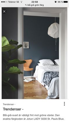 If Tant Johanna's green became the year's (unofficial) wall color, I believe strongly on St Paul's Blue this year. Not least after having spanned Frama's successful collaboration with Jotun close up, former id Published February 2015 Written by Trendenser Blue Painted Walls, Dark Blue Walls, Dark Blue Bedroom Walls, St Pauls Blue, Bedroom Paint Colors, Blue Rooms, Bedroom Decor, Bedroom Ideas, Master Bedroom