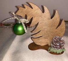 """Weihnachtsdeko Christbaum """"Krummer Hund"""" Größe S Our Love, Brooch, Etsy, Wood Grain, Worth It, Christmas Time, Dog, Decorating, Xmas"""