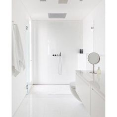 SnapWidget | My idea of a perfect all white bathroom for apartment living via #tumblr please comment below if you recognise the owner | #white #whitehome #whiteinterior #bathroom #interior #interiordesign #modern #minimal #minimalism #immyandindi #apartment