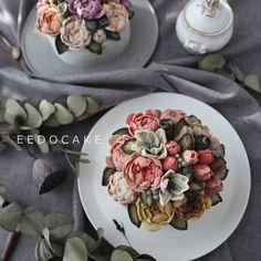 by students from Taiwan and HongKong --- Beanpaste Flowercake Class --- #eedocake #flowercake #koreanflowercake #beanpasteflower #buttercreamflowers #cakeshop #cakedesign #instacake #kue #flowers #韓式唧花 #鲜花蛋糕 #鮮花蛋糕 #韩式裱花蛋糕 #豆沙裱花 #韩式奶油霜裱花 #bungakue #KekBunga #韓國花 #韓花 #豆花 #Kursuskue #เค้กดอกไม้ #豆沙裱花 #味道 #美食 #magnolia #lotus