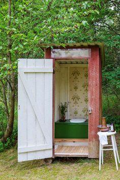 LOL! Bientôt, je vais retrouver ma maison à la campagne. Elle n'est pas aussi belle que celle-ci mais en contrepartie, les toilettes ne sont ...