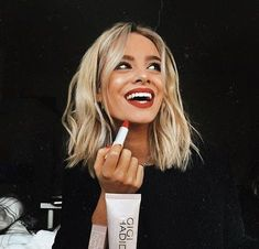 Give your thick and short hair a magnificent look from today with your favorite bob hairstyles. Clicking here you will get a brief but highly exclusive Short Bob Hairstyles list for Thick Hair. New Hair, Your Hair, Langer Bob, Cool Short Hairstyles, Curly Haircuts, Shag Hairstyles, Pretty Hairstyles, Pink Hairstyles, Hairstyles Videos