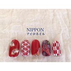 ローラもやってた和柄ネイルが最高に可愛い!成人式や和装にも使えるおしゃれ和柄ネイル画像100選♡ -page7 | Jocee New Year's Nails, Love Nails, Red Nails, Pretty Nails, Korea Nail Art, Japan Nail, Japanese Nail Art, Japanese Style, Kawaii Nails