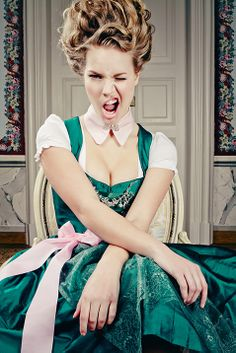 Roccoco inspired hairstyle. Dirndl hairstyle.