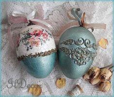 Easter Egg Crafts, Easter Gift, Easter Eggs, Decoupage, Beaded Christmas Ornaments, Egg Designs, Egg Art, Egg Decorating, Vintage Easter