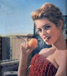 Brigitte Bardot eating a fruit in a red strapless dress Brigitte Bardot, Bridget Bardot, Susan Sarandon, Jane Birkin, Marlon Brando, Film Movie, Glamour, Old Actress, Costume