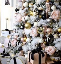 Gorgeous and Glam Christmas ideas! Black white pink Christmas Tree with touches of gold too! Black Christmas Trees, Christmas House Lights, Christmas Living Rooms, Beautiful Christmas Trees, Christmas Tree Themes, Christmas Home, Christmas Wreaths, Christmas Ideas, Pink Christmas
