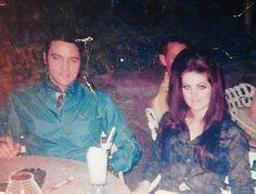 Priscilla and Elvis Presley in Oahu, Hawaii, May 1968. Elvis Presley Hawaii, Elvis Presley Priscilla, Elvis Presley Family, Elvis Presley Photos, Lisa Marie Presley, Elvis And Me, Rare Elvis Photos, Freddy Rodriguez, Robert Sean Leonard