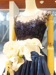 ネイビーのカラードレスでゴージャスお色直し