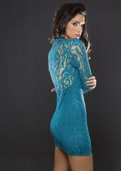 Transparencias y plumas le dan sensualidad a la mujer en la revista Ellas del 13 de septiembre.