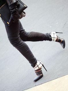 NYFW Asphalt Accessories -> All black + Minolos #streetstyle #fashionweek