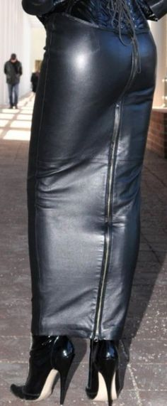Sexy Skirt, Dress Skirt, Leather Dresses, Leather Outfits, Leather Heels, Leather Skirt, Hobble Skirt, Long Leather Coat, Fashion Outfits