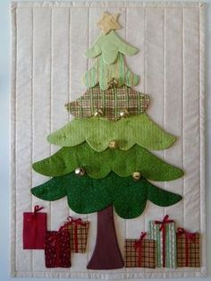 """Use for the """"base"""" of my advent calendar 👍🏻 Christmas Tree Quilt, Christmas Fabric Crafts, Christmas Patchwork, Christmas Wall Hangings, Felt Christmas Decorations, Christmas Applique, Christmas Sewing, Christmas Projects, Felt Crafts"""