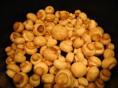 ciuperci sote 300x225 Cotlet de porc cu miere, piure de mazare si ciuperci sote