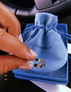 New Jewerly Photography Ideas Inspiration Jewels Ideas Cute Jewelry, Jewelry Accessories, Fashion Accessories, Women Jewelry, Fashion Jewelry, Accesorios Casual, Diamond Are A Girls Best Friend, Luxury Jewelry, Gucci Jewelry
