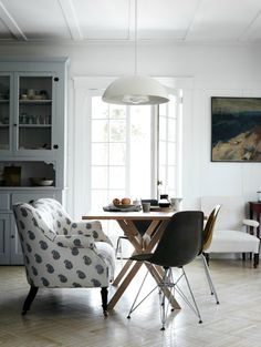 love the upholstered seating at this round dining table