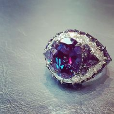 David Morris-Alexandrite, the exceptionally rare colour changing gem stone (6.30cts) set with white Diamonds.