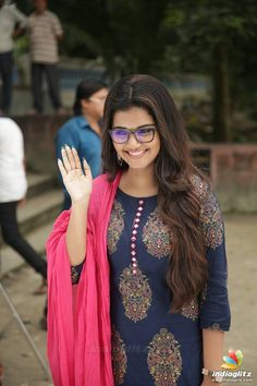 Anupama Parameshwaran Silk Kurti Designs, Kurta Designs Women, Most Beautiful Bollywood Actress, Beautiful Actresses, Pakistani Fashion Party Wear, Indian Fashion, Village Girl Images, Best Jeans For Women, Anupama Parameswaran
