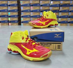 84bc28d8d913 Mizuno Wave Lightning Z2 Mid Cut Volleyball Indoor Shoes Mens Size 5 - 12