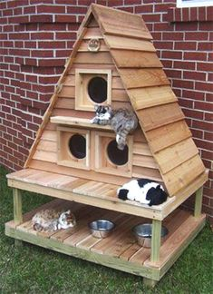 29 Awesome Pallet Furniture repurposed designs you can create for your home Outdoor Cat House #pallet_furniture #pallet_bedroom_furniture #pallet_patio_furniture