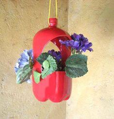 2788749184483962 Plastic Bottle Planter, Plastic Bottle Flowers, Plastic Bottle Crafts, Recycled Garden Art, Recycled Crafts, Diy And Crafts, Reuse Pill Bottles, Recycled Bottles, Bottle Garden