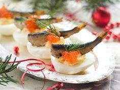 Новогодняя закуска: Фаршированные яйца с икрой и шпротами