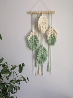 Small Macrame Wall Hanging, Feathers, Nursery, Boho Home Decor This panel is woven of big feather Yarn Wall Art, Yarn Wall Hanging, Big Wall Art, Macrame Wall Hanging Patterns, Macrame Patterns, Boho Diy, Boho Decor, Creation Deco, Macrame Design