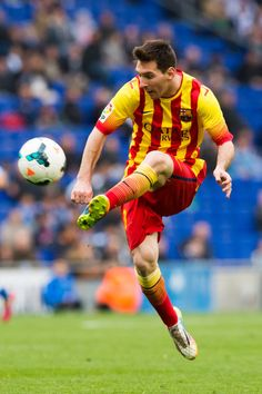 Lionel Messi of FC Barcelona kicks the ball during the La Liga match between RCD Espanyol and FC Barcelona at Cornella-El Prat Stadium on March 29, 2014 in Barcelona, Catalonia.
