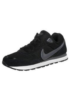 Ein Freizeitschuh, der mit seiner klassischen Farbgebung immer standhalten kann. Nike Sportswear MD RUNNER - Sneaker - black/dark grey black für 64,95 € (01.10.14) versandkostenfrei bei Zalando bestellen.