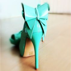Tiffany blue heels with a white bow 3 shoes pinterest gorgeous tiffany blue heel junglespirit Image collections