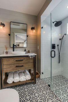 Cool 20+ Best Bathroom Design Decoration Ideas On A Budget. More at https://trendecora.com/2018/05/09/20-best-bathroom-design-decoration-ideas-on-a-budget/