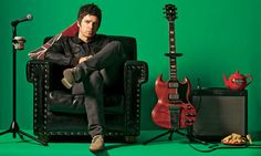 Manchester Arena supera o terror e reabre com Noel Gallagher - EExpoNews Noel Gallagher, Rick Astley, Banks, Oasis Band, Liam And Noel, Johnny Marr, Rock News, Pulp, Musica