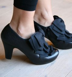 CATAME  black bow shoes