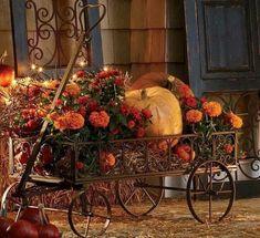 Halloween Veranda, Fall Halloween, Thanksgiving Decorations, Seasonal Decor, Holiday Decor, Happy Thanksgiving, Autumn Decorating, Porch Decorating, Decorating Ideas