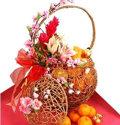 Ginger Flowers, Lilies with Mandarin Oranges in a weaved Golden Treasure Trove Basket. Chinese New Year Gifts, Chinese New Year Decorations, New Years Decorations, Christmas Table Decorations, Christmas Bulbs, Chinese Theme Parties, Flower Delivery Service, Red And Pink Roses, Oriental Decor