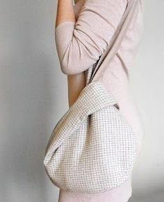 Got an idea: Japanese bag. I feel like you could ma.- Got an idea: Japanese bag. I feel like you could make this. Wa… Got an idea: Japanese bag. I feel like you could make this. Japanese Knot Bag, Japanese Bags, Japanese Style, Origami Bag, Fabric Origami, Origami Patterns, Bag Pattern Free, Pattern Sewing, Pattern Fabric