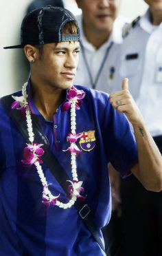 He's so sweet, making sure that I'm all goods. :* love ya too Babes © Neymar Jr, Go Brazil, Football Is Life, Fifa World Cup, Fc Barcelona, Football Players, Cute Guys, Future Husband, Beautiful Men