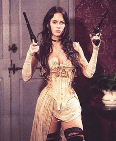 Celebrities in Corsets Sexy Megan Fox in Jonah Hex wearing a Steampunk style underbust corset. 3 People Costumes, Costumes For Women, Pretty People, Beautiful People, Steam Girl, Halloween Disfraces, Looks Vintage, Supermodels, Pin Up
