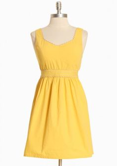 Great little summer dress! Also pinning the back - it's a bow! :)