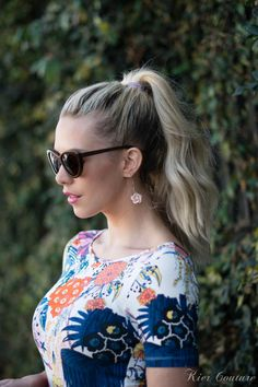 Sky High Pony: Who says you can't look totally chic while getting your tan on? Make an enterance -- and keep your locks in check -- with a smooth ponytail that features casually-stylish, wind-blown waves. (via Kier Couture)
