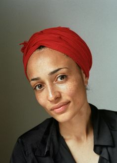 "Zadie Smith is one of Britain's most prominent and popular contemporary authors. She's won numerous awards for her books, which include ""On Beauty,"" ""White Teeth,"" and ""NW. Pretty People, Beautiful People, Beautiful Women, Silvester Make Up, Zadie Smith, Freckle Face, White Teeth, Belleza Natural, Interesting Faces"