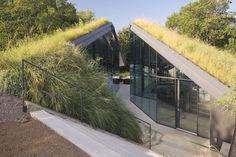 Sunken, slightly deconstructivist architecture Edgeland House by Bercy Chen Studio