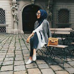 Mariaa.sm Abaya Fashion, Fashion Wear, Fashion Outfits, Turban, Modern Hijab, Modest Wear, Cold Weather Fashion, Hijab Chic, Hijab Outfit