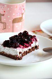 Nie wymaga pieczenia, a jedynie odrobiny cierpliwości, ponieważ musi odleżeć swoje w lodówce. Delikatne, orzeźwiające, idealne ciasto n...