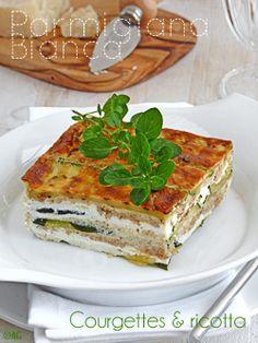 Ce plat est inspiré d'une recette dénichée dans un supplément du magazine Italien Sale & Pepe. Mais j'y ai apporté quelques modifications car je souhaitais une version plus «légère». Les courgettes sont grillées plutôt que farinées et cuites en friture....