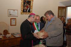 Mons. Nazzareno Marconi in visita a Treia, con il Sindaco ed il Presidente della Pro Loco