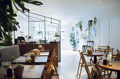8 x healthy hotspots Cafe Restaurant, Restaurant Design, Restaurant Interiors, Netherlands Food, Cafe Style, Utrecht, Modern Minimalist, Home And Family, Table