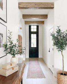 Interior Natural, Style Me Pretty Living, Wrought Iron Doors, Entry Hallway, Interior Decorating, Interior Design, Home And Deco, Beautiful Homes, Home Goods