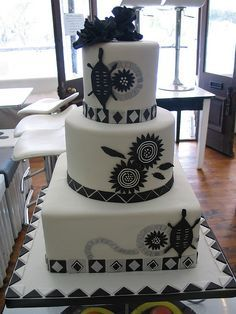 Black & white African Traditional wedding cake in delicious chocolate cake - Hochzeit Black And White Wedding Cake, Black Wedding Cakes, Themed Wedding Cakes, Beautiful Wedding Cakes, Themed Cakes, Black White, Cake Wedding, Zulu Traditional Wedding, Traditional Cakes